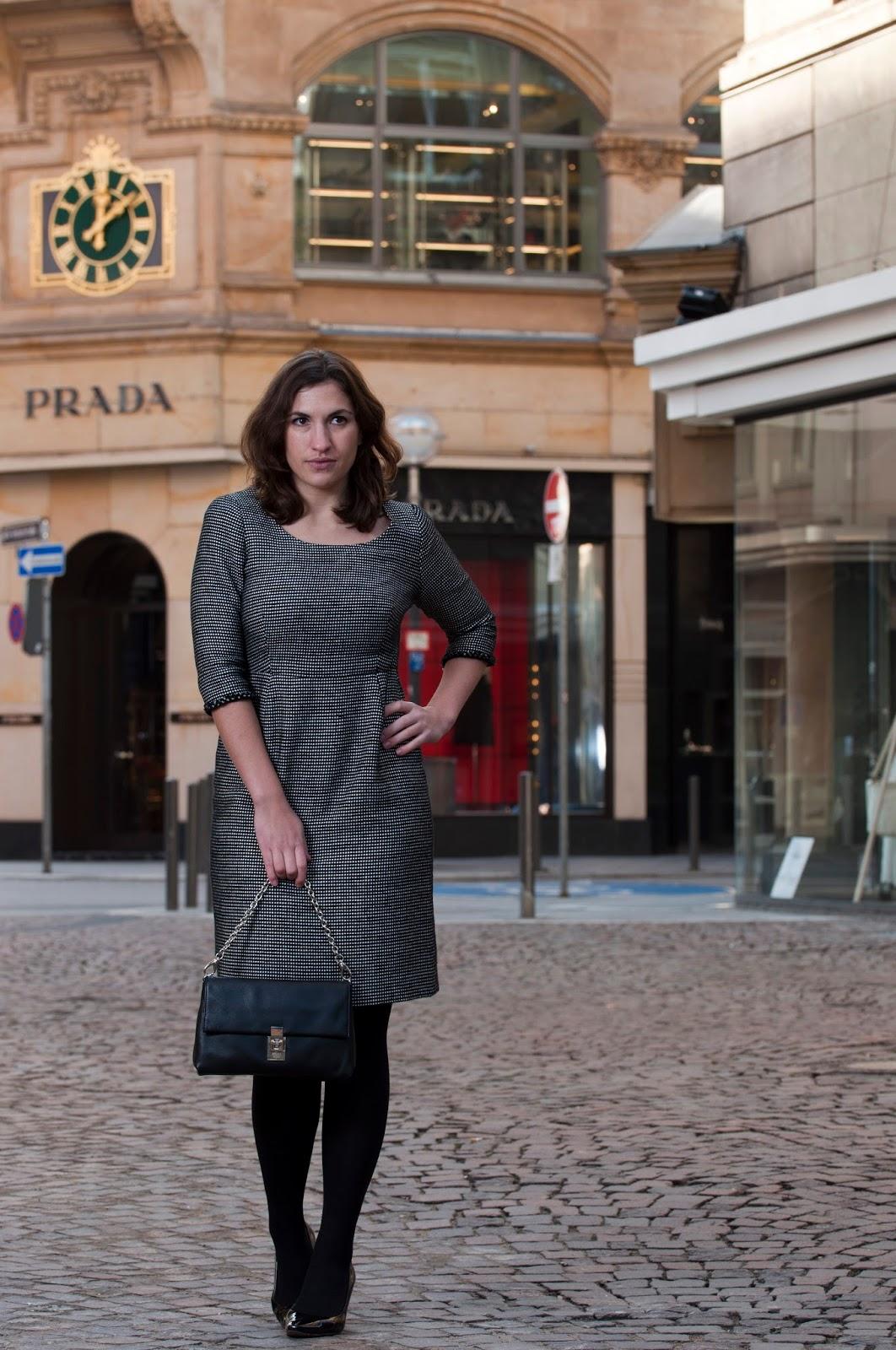 Couture Kleid aus schwarz-weissem Chanel Stoff – Julia Jamei