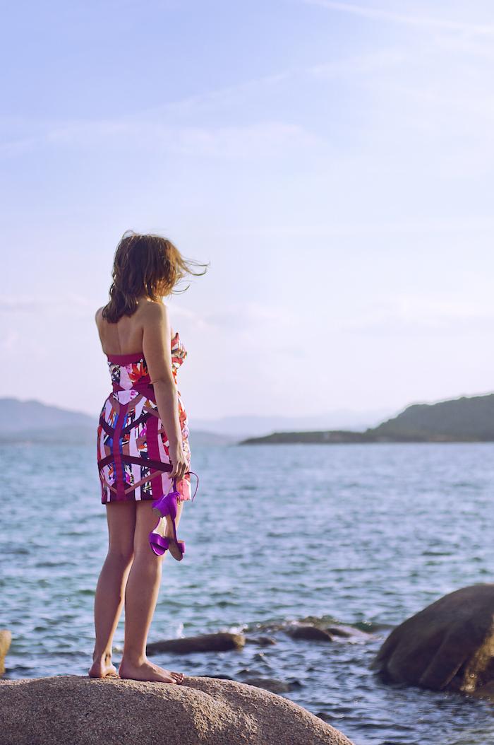 Das Kleid sitzt perfekt durch die eingenähte Korsage, Spiralfedern und das Taillenband