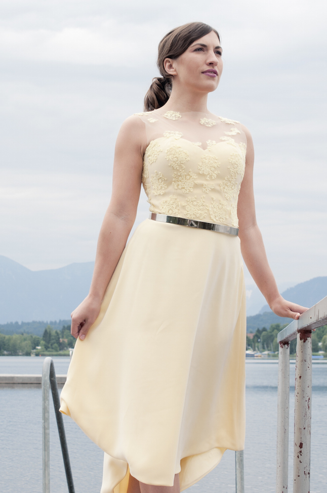 in liebevoller Handarbeit selbstgenähtes Haute Couture Kleid