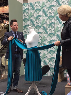 "Sebastian Hoofs stellt sein Buch ""Infinity Fashion"" vor"