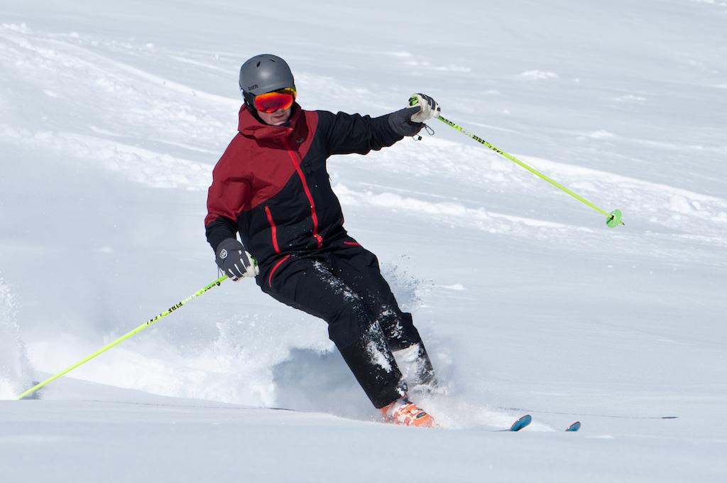 einteiliger Skianzug - die beste Ausrüstung für die Piste